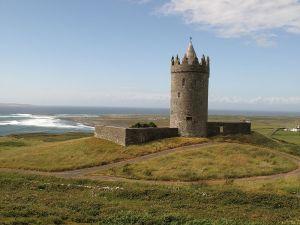 Doolin_-_Doonagore_Castle_-_panoramio